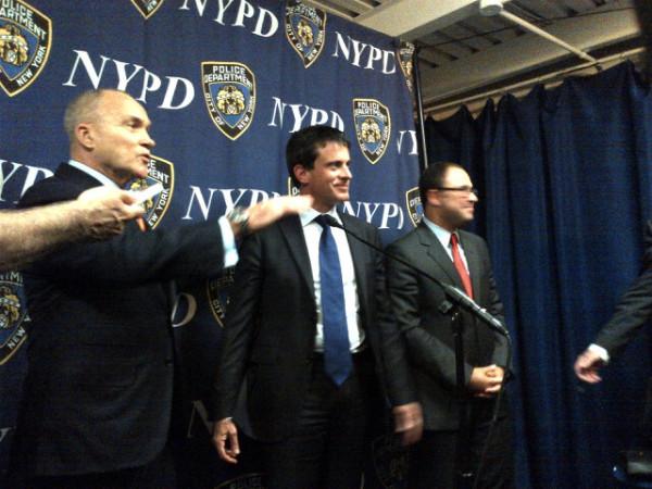 Grâce à Alain Bauer, Valls aura droit -comme Sarkozy- à son tee-shirt siglé NYPD