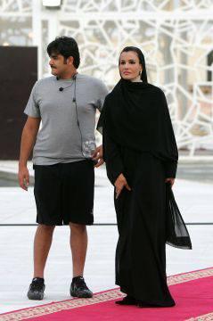 Le nouvel émir du Qatar promet de ne pas céder à