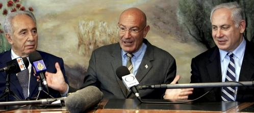 Milchan_in_the_middle_2005